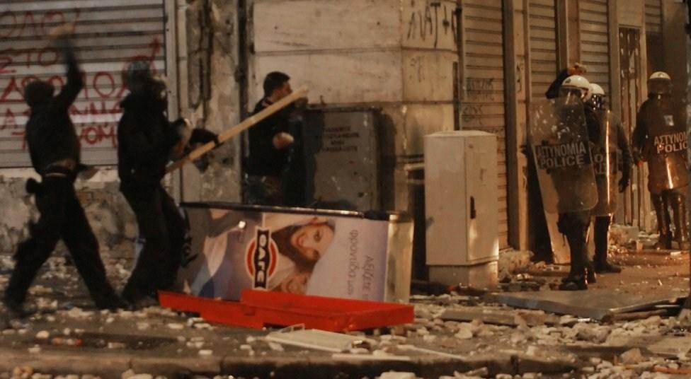 http://en.contrainfo.espiv.net/files/2012/02/athens-riots1.jpg